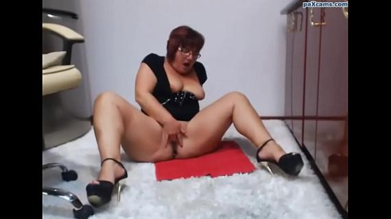 Chubby girl fingers pussy on cam paxcams.com
